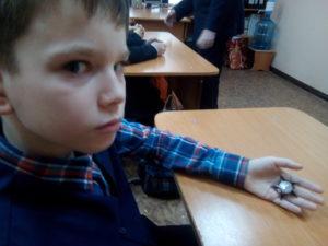 Великий подвиг ордена на ладошке школьника 4 класса Дениса Сосунова