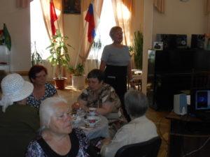 Ветеран военной службы прапоршик в отставке Маргарита Семеновна Селиванова читает стихи
