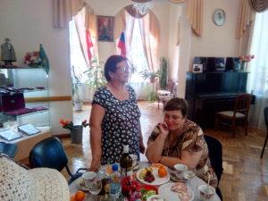 Людмила Леонтьевна Бурцева более 23 лет возглавляет сектор по работе с вдовами. Лучше чем она никто не знает о их проблемах и делах. А сегодня она от души поздравляет женщин