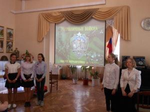 Поздравляют с праздником учащиеся школы № 14